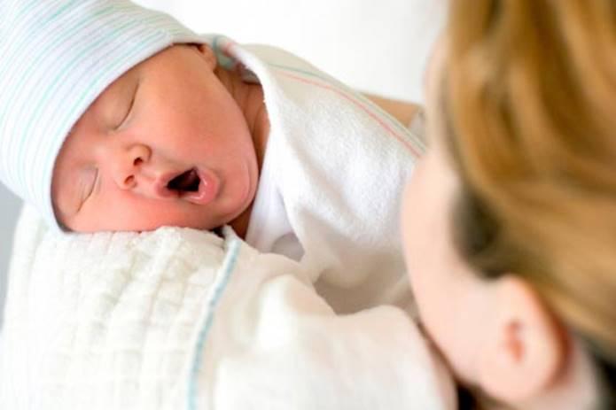 nouveau-né, accouchement, maman bébé
